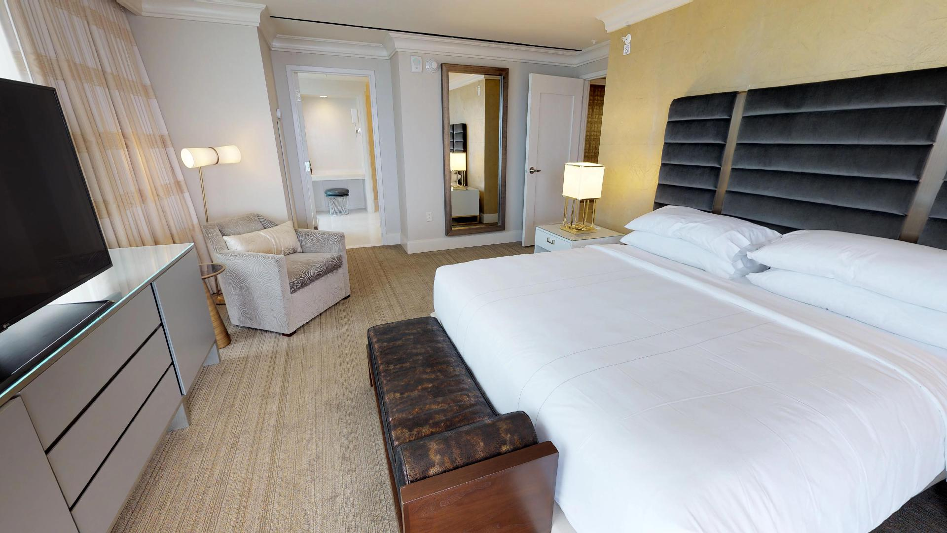 Marriott Marquis Houston Presidential Suite Master Bedroom